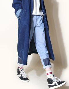 Long denim coat + pullover + light wash jeans w/ rolled cuffs + hi tops Denim Fashion, Look Fashion, Korean Fashion, Street Fashion, Fashion Design, Fashion Trends, Mode Style, Style Me, Jean Outfits