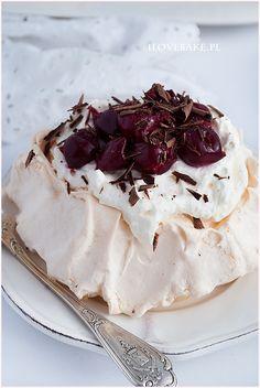 Mini bezy z owocami i bitą śmietaną Euro, Cakes, Business, Ethnic Recipes, Food, Cake Makers, Kuchen, Essen, Cake