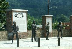Monuments to Alabama Musicians, Odd Travels Fort Payne Alabama, Muscle Shoals, Country Bands, Sweet Home Alabama, American Country, Music Lovers, Rock Bands, Statues, Career