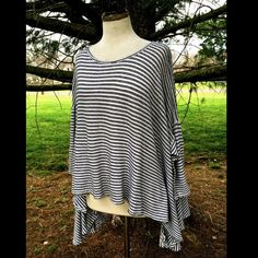 """Free People striped Circle In The Sand Swing Top Free People black & white striped 3/4 sleeve """"Circle In The Sand"""" Tunic Swing Top oversized * hi lo hem , super swingy  New Without Tags  *  Size:  X Small  cotton * linen  Measures: 54"""" around bust  21"""" long in front middle * 28"""" long in back middle Free People Tops Tunics"""