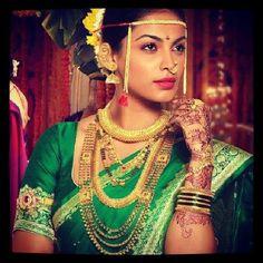 Traditional Maharashtrian jewellery collection ~ Bridal look Beautiful Saree, Beautiful Indian Actress, Beautiful Bride, Beautiful People, Marathi Bride, Marathi Wedding, Marathi Nath, Wedding Bride, Wedding Stuff
