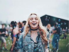bubble picture with hand sign or multiple sisters, same with concerts Brandon Woelfel, Foto Pose, Aesthetic Photo, Picture Photo, Picture Ideas, Photo Ideas, Portrait Photography, Photography Ideas, Photo And Video
