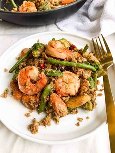 This healthy, shrimp stir-fry for two is made with seven simple ingredients & loaded with flavor! Add this easy recipe to your weekly meal prep. Ways To Eat Healthy, Easy Healthy Recipes, Easy Meals, Healthy Eating, Healthy Meals, Clean Eating, Healthy Food, Yummy Recipes, Shrimp Stir Fry Healthy