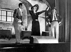 Anna Magnani sul palco del Teatro Eliseo con uno dei fratelli De Rege in 'Casanova'.