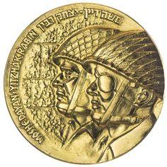 Goldmedaille 1967 Befreiung Jerusalems, am Rande punziert 1084 von 1250 Stück !!!, Av: Köpfe von Moshe Dayan und Yitzhak Rabin mit Stahlhelm nach links, Rv: Festungsansicht von Jerusalem