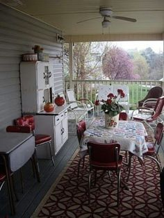 I absolutely love this porch! beautiful summer kitchen for the back porch or screen porch. Back Porches, Decks And Porches, Country Porches, Cabin Porches, Southern Porches, Home Porch, House With Porch, Balcony House, Summer Kitchen