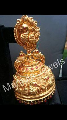 jhumkas Gold Jhumka Earrings, Jewelry Design Earrings, Gold Earrings Designs, Gold Jewellery Design, Ear Jewelry, India Jewelry, Amethyst Earrings, Antique Earrings, Gold Jewelry