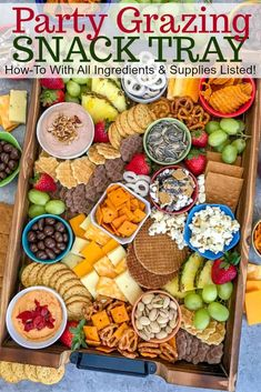 Need a lay minute party tray? Sweet and savory PARTY GRAZING SNACK TRAY that comes together in 20 minutes, is kid and adult-friendly, and guaranteed to be picked clean today! Snack Platter, Party Food Platters, Food Trays, Cheese Party Trays, Snack Trays, Platter Ideas, Snacks Für Party, Appetizers For Party, Appetizer Recipes