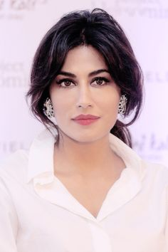 Beauty 2020 - Chitrangada Singh (Happens to be the Beauty in simple & sober attire) Beautiful Girl Indian, Beautiful Girl Image, Brunette Beauty, Hair Beauty, Most Beautiful Bollywood Actress, Mallika Sherawat Hot, Chitrangada Singh, Prity Girl, Bollywood Images