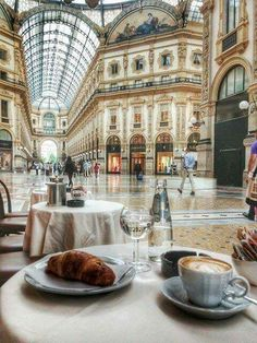 Where to eat breakfast in Milan?  Here you see all the best hidden spots for food in #milan #milano #italy