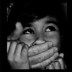 40 suspeitos de pedofilia identificados por todo o país pela PJ este ano Cerca de 40 suspeitos de pedofilia foram presos em Portugal pela PJ desde o início do ano. No ano passado foram mais de 400 arguidos. O Semanário O Crime desta semana avança, citando fontes desta unidade policial, que 40 suspeitos foram detidos desde 2013. A maioria deles encontra-se em prisão preventiva, mas existem outros que estão a [...]