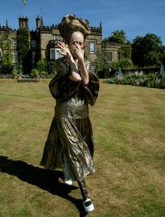 Tilda Swinton Takes 'Poetic License' In Images By Tim Walker For W Magazine Vol 2018 — Anne of Carversville Tilda Swinton, Transformers, Tim Walker Photography, Victor Demarchelier, Valery Kaufman, Carolyn Murphy, Elle Us, Vogue China, Vogue Uk