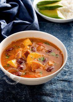 Receta Sopión o Sancocho de Habichuelas: Una gloriosa combinación de sabores dulces y picantes en un caldo riquísimo que deja a uno buscando más.