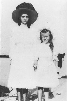 Irina Alexandrovna Romanova (later Yussupova) with her cousin Anastasia Nikolaevna  circa 1908