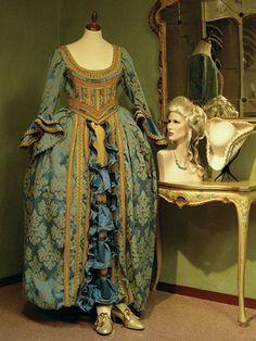 Vendita maschere veneziane di carnevale noleggio costumi epoca Venezia  Abbigliamento Storico aef6c57c5f8