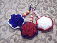 Taschenbaumler/Schlüsselanhänger-blau-weiß-rot von Kathrin´s Häkeleien auf DaWanda.com
