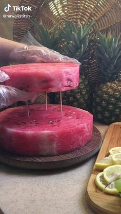 Food Crafts, Diy Food, Fruit Cake Watermelon, Fruit And Vegetable Carving, Food Carving, Food Garnishes, Food Decoration, Food Platters, Creative Food