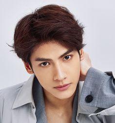 Luo Yun Xi, Actor & Singer I Fainted, Show Luo, Handsome Asian Men, Vans Hi, Best Dramas, Chinese Man, Handsome Actors, Celebs, Celebrities