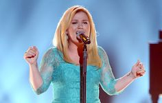 Kelly Clarkson as a blonde: love it or leave it? #ACMAwards
