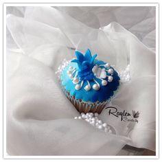 Cupcakes Blue Knitting Cake, Single Women, Fabric Flowers, Cake Pops, Headbands, Cupcakes, Crochet, Handmade, Blue