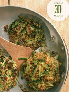 Zucchini-Puffer - My list of the most healthy food recipes Veggie Recipes, Vegetarian Recipes, Cooking Recipes, Healthy Recipes, Fondue Recipes, Law Carb, Zucchini Puffer, Clean Eating, Healthy Eating