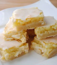 Sunburst Lemon Bars the crust is like a sugar cookie.