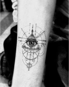 21 trendy Ideas for eye tattoo illuminati beautiful Triangle Tattoo Meaning, Meaning Of Arrow Tattoo, Triangle Tattoos, Tattoos With Meaning, Dreieckiges Tattoos, Line Tattoos, Sleeve Tattoos, Freemason Tattoo, Masonic Tattoos