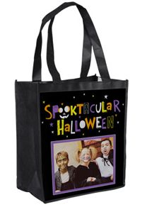 This site allows you to design a personalized Halloween bag for free!