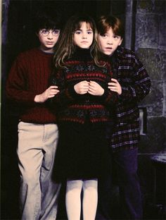 Harry Potter, Hermione Granger, and Ron Weasley. The Golden Trio! Harry And Hermione, Ron Weasley, Fans D'harry Potter, Arte Do Harry Potter, Theme Harry Potter, Harry Potter Pictures, Harry Potter Cast, Harry Potter Universal, Harry Potter Characters