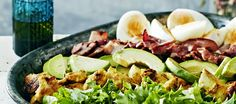 Cobb-salaatti Good Food, Yummy Food, Delicious Recipes, My Cookbook, Blue Cheese, Cobb Salad, Onion, Food And Drink, Eggs