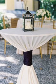 Sophisticated black and white cocktail table setting