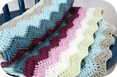 crochet ripple blanket from Happy in Red. Featured on www.craftyconfessions.com