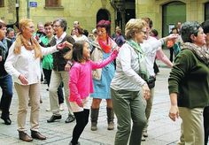 El VI Muxiko Eguna puso fin a la temporada de bailes . diariovasco.com