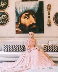 Image may contain: 1 person Muslimah Wedding Dress, Muslim Wedding Dresses, Wedding Gowns, Hijab Evening Dress, Hijab Dress Party, Muslim Girls, Muslim Women, Hijab Mode Inspiration, Wedding Hijab Styles