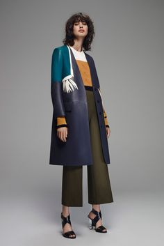 Fendi - Resort 2016 - Look 2 of 35?url=http://www.style.com/slideshows/fashion-shows/resort-2016/fendi/collection/2