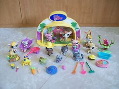 LITTLEST PET SHOP LPS LIGHTED BARN STAGE LOT 14 PETS ACCESSORIES LAMB SPIDER DOG