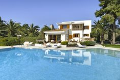 Holiday villa rental in Argolida. The four-bedroom residence& classic style generates effo. Villas, Holiday Fun, Classic Style, Greece, Bedroom, Outdoor Decor, Home, Porto, Greece Country