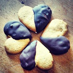 Chestnut and chocolate heart cookies.