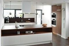 Cozinha com frentes brancas