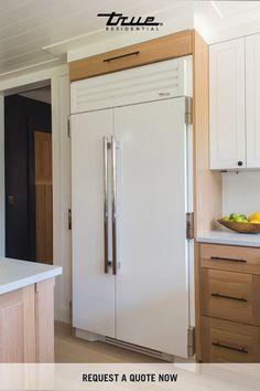 Kitchen Living, New Kitchen, Kitchen Decor, Kitchen Design, Kitchen Ideas, Island Kitchen, Refrigerator Freezer, Oak Cabinets, Cuisines Design