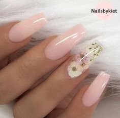 Nail art is a very popular trend these days and every woman you meet seems to have beautiful nails. It used to be that women would just go get a manicure or pedicure to get their nails trimmed and shaped with just a few coats of plain nail polish. Best Acrylic Nails, Cute Acrylic Nails, Summer Acrylic Nails Designs, Light Pink Acrylic Nails, Acrylic Nails For Summer Coffin, Christmas Acrylic Nails, Acrylic Summer Nails Coffin, Colored Acrylic Nails, Natural Acrylic Nails