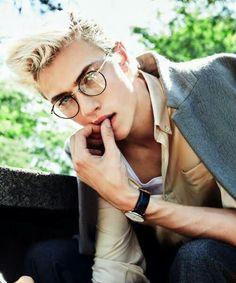 Lucky Blue Smith as Scorpius Malfoy Lucky Blue Smith, Beautiful Boys, Pretty Boys, Blonde Male Models, Cute Male Models, Male Models Poses, Slytherin, White Hair, Hair