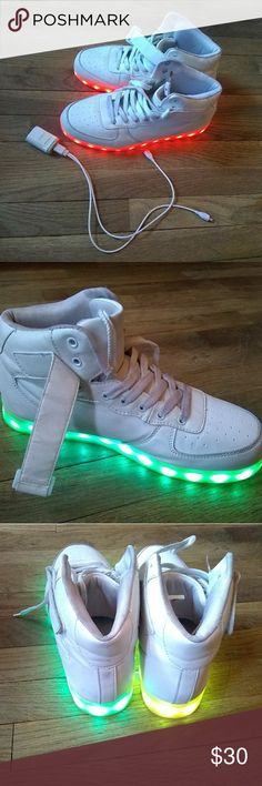 001 Unisex Trainers Flashing LED Lights USB Lace Up Luminous Casual Shoes