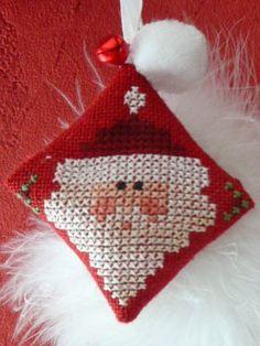 the drawn thread freebies Santa Cross Stitch, Cross Stitch Pillow, Just Cross Stitch, Cross Stitch Finishing, Cross Stitch Cards, Cross Stitching, Cross Stitch Embroidery, Cross Stitch Patterns, Cross Stitch Christmas Ornaments