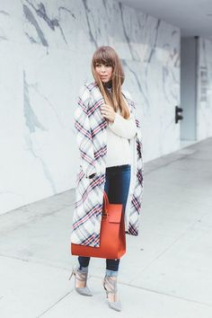 Fashion Style | Plaid Coat & Scarlet Tote