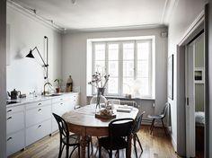 Si os apetece darle un estilomás desenfadado a vuestro hogar, apostad por texiles de fibras naturles y elementos como fundas de sofá loose fit.El aspecto 'suelto' y con alguna arruga,…