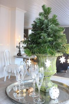 elegant Christmas tree!  The perfect size for my new place.  Like the idea of the champagne flutes too.   A MUST DO