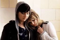 I'am as sad as Audrey & Brooke in this pic cause I couldn't found a link to see scream tonight  guess thats all I have to say tonight, goodnight // #mtvscream