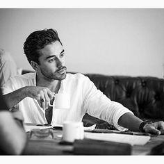 Gökhan-Alkan Turkish Men, Turkish Beauty, Turkish Actors, Girl Hiding Face, Handsome Boys, In A Heartbeat, Couple Photography, Comedy, Singer