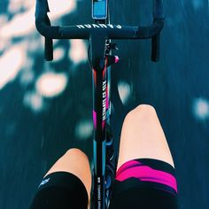 Instagram 上的 Rapha:「 Wearing the brand new Rapha CANYON//SRAM kit, @tiffanycromwell takes to the roads in Adelaide for #Festive500. #regram 」